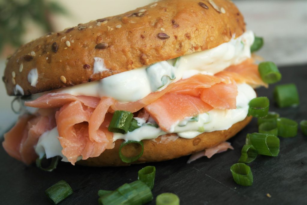 bagel mit lachs wie in new york city rezept foodloaf. Black Bedroom Furniture Sets. Home Design Ideas