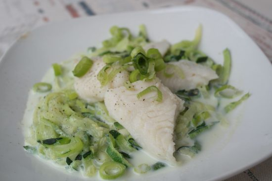 rezept zoodles in knoblauch sahnesauce mit pangasius foodloaf. Black Bedroom Furniture Sets. Home Design Ideas