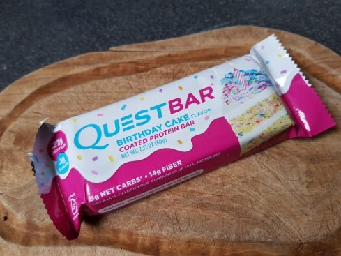 Der Quest Bar Birthday Cake