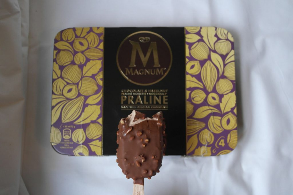 neu und im test magnum praline stieleis foodloaf. Black Bedroom Furniture Sets. Home Design Ideas